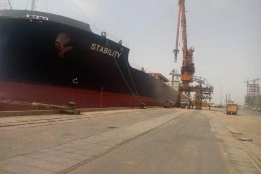 انسياب حركة الصادر والوارد للمشتقات البترولية بميناء الخير ببورتسودان