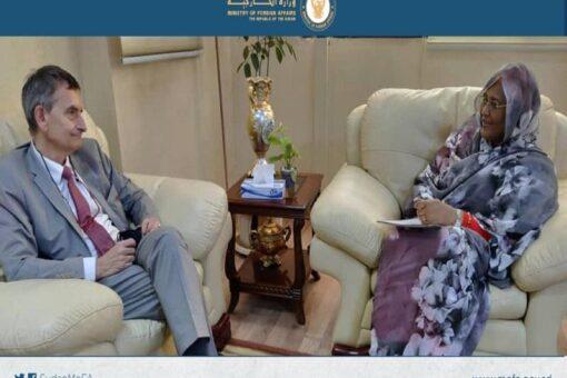 وزيرة الخارجية ورئيس ال(يونيتامس) يناقشان الاسراع بتوقيع اتفاقية وضع البعثة