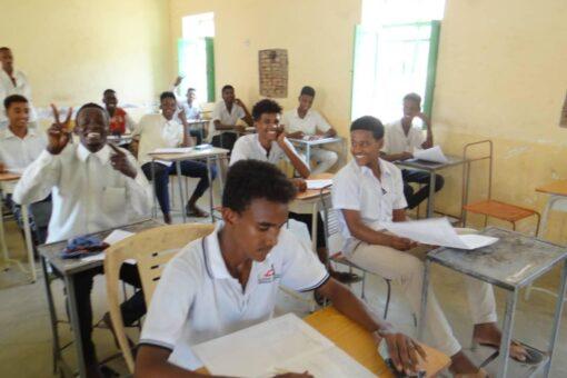 عدد من القيادات التعليمية يتفقدون مراكز إمتحانات الشهادة الثانوية بعطبرة