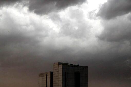 توقعات بأمطار غزيرة بعدد من الولايات وتدني للرؤية بشمال البلاد
