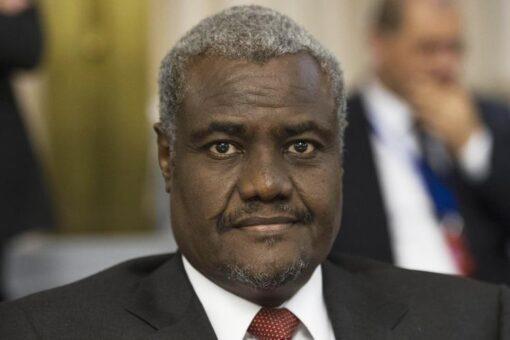 رئيس مفوضية الإتحاد الإفريقي يصل الخرطوم