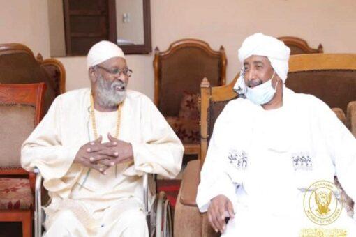 رئيس مجلس السيادة يزور الفنان عبد الرحمن عبدالله