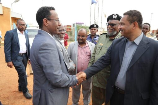 وزير النقل يتفقد منشآت النقل النهرى بولاية النيل الابيض