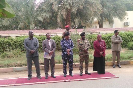 والي نهر النيل تستقبل الدارسين بكلية الحرب العليا.