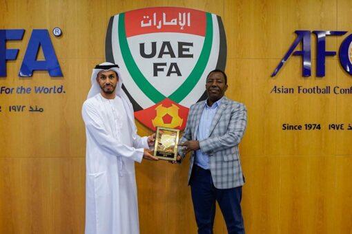 اتحاد الكرة يبحث مع نظيره الإماراتي تعزيز التعاون المشترك