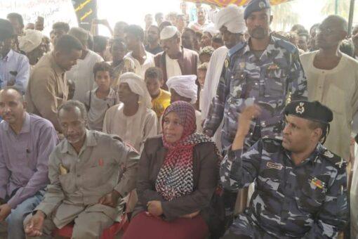 والي نهر النيل تخاطب اعتصام مواطني الدامر