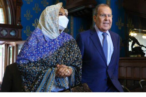 وزيرة الخارجية تعقد مباحثات ثنائية مع نظيرها الروسي