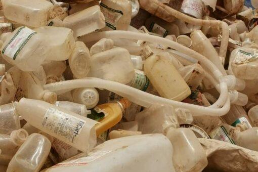 ضبط مصنعين يقومان باعادة تدوير النفايات الطبية بأمدرمان