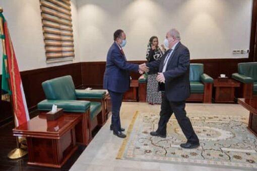 حمدوك يلتقي الأمين العام لمنظمة جمعية سانت ابجيدو الايطالية