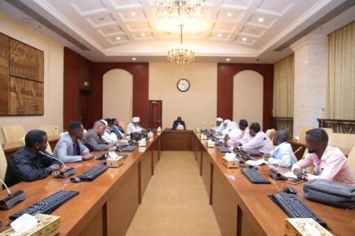 تاور يرأس اجتماع لجنة متابعة قضايا مناطق حقول البترول