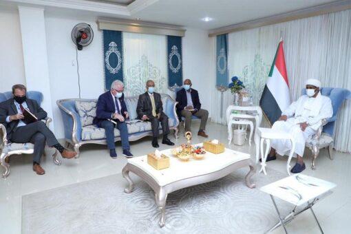 """النائب الأول يشدد على ضرورة أيلولة منشآت """"يوناميد"""" لمواطني دارفور"""