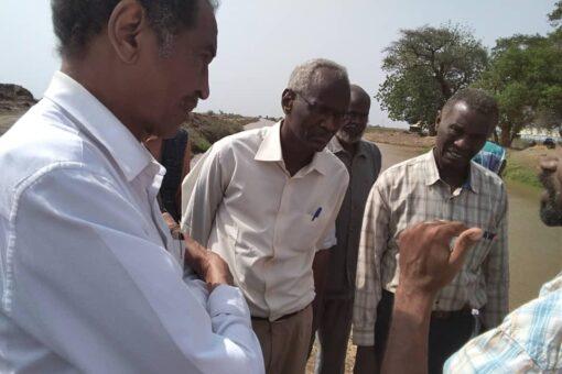 وفد وزاري يقف على سير عمليات ري المحاصيل بمشروع الجزيرة