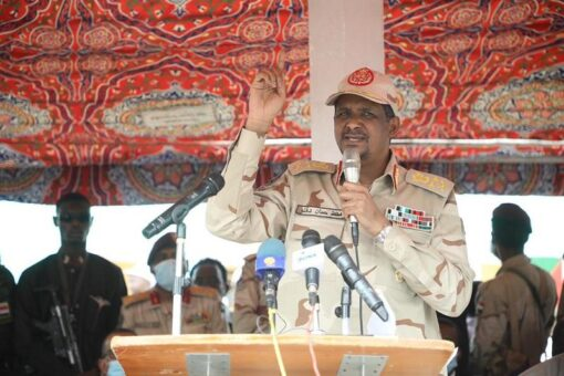 دقلو يشيدبدور القوات النظامية في الحفاظ على وحدة واستقرار البلاد.