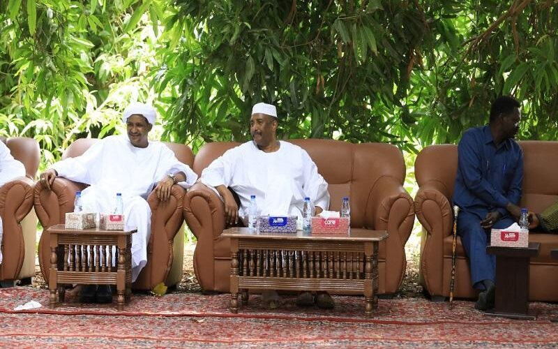 دقلو يسجل زيارة خاصة للرئيس البرهان بمسقط رأسه بنهر النيل