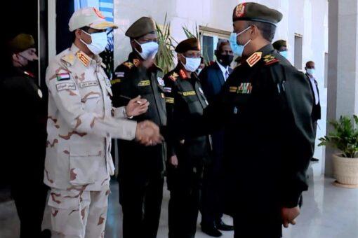 البرهان يتلقى تهاني عيد الأضحى المبارك بالقيادة العامة
