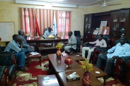 والي غرب دارفور يبحث مع السلطات قضايا الكهرباء والمياه