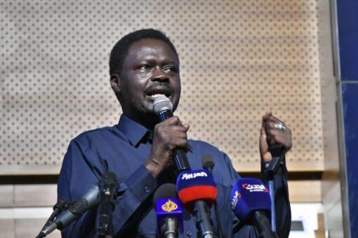 منــاوي:فشل النخب السياسية في إدارة التنوع تسببت في اندلاع الحرب