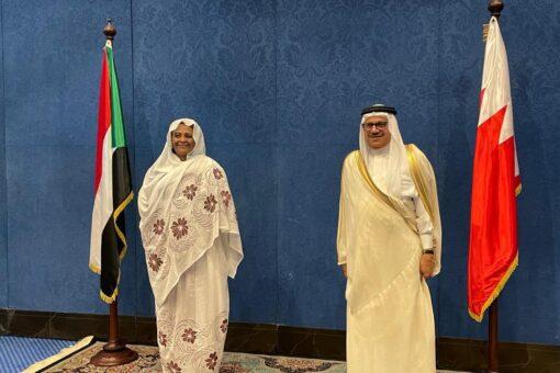 وزيـرةالخارجـية تبحث مع نظيرها البحريني سبل تعزيز الشراكة بين البلدين