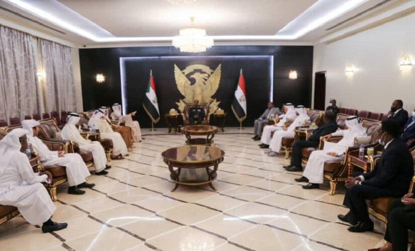 البرهان يلتقي وفد استثماري قطري