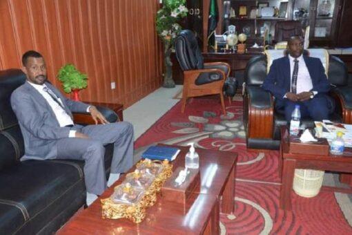 والي شمال دارفور يطلع على اداء جهاز المراجعة القومي بالولاية