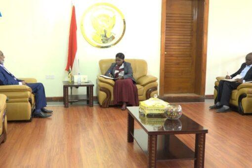 وزيرة الحكم الإتحادي تقف علي قضايا ولاية شرق دارفور