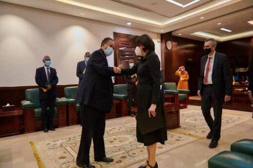 حمدوك يلتقي وكيلة الامين العام للامم المتحدة للشؤون السياسية