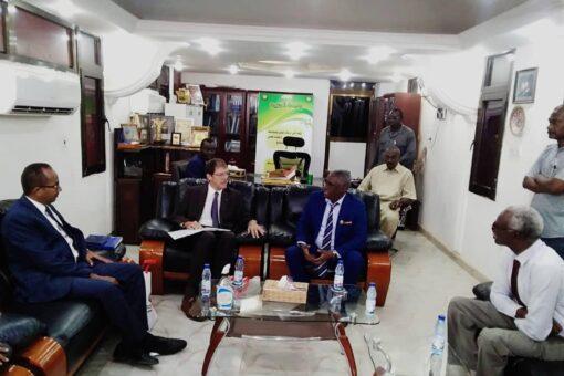 سفير كندا بالخرطوم يزور جامعة الجزيرة