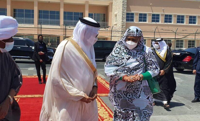وزيرة الخارجية تعود للبلاد بعد زيارة ناجحة للبحرين