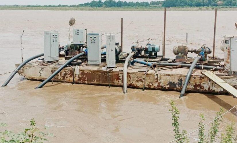 والي الجزيرة يقف على إعادة تأهيل محطة مياه مدني