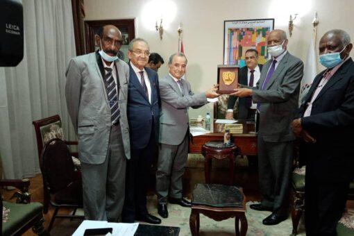 تكوين لجنة قومية لتأبين الراحل فاروق أبوعيسي