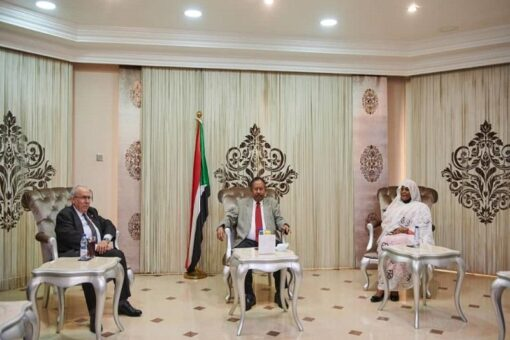 حمدوك يبحث مع وزير الخارجية الجزائري الأوضاع بالمنطقة