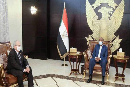 البرهان يلتقى وزير الخارجية الجزائري