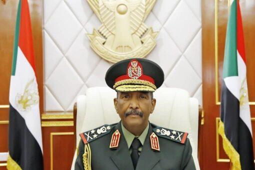 القائد العام للقوات المسلحة يكرم عدد من أبناء الجيش