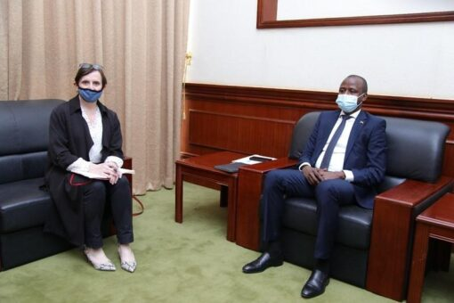 الهادي إدريس يلتقي القائم بأعمال السفارة البريطانية بالخرطوم