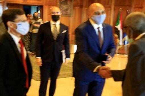 محافظ بنك السودان يلتقي وفد رفيع المستوى من شركة فيزا