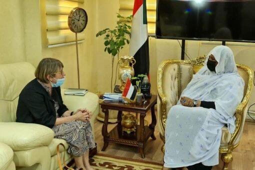 وزيرة الخارجية تودع سفيرة فنلندا لدى السودان