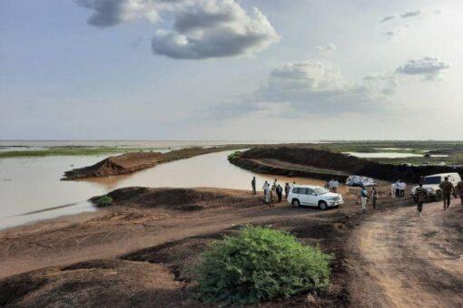 والي القضارف يناشد وزارة الري للدفع بآليات لتصريف المياه بالفاو