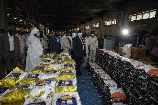 وصول باخرة مساعدات إنسانية من الإمارات لغرب دارفور