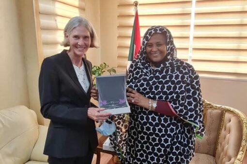 وزيرة الخارجية تودع مستشارة المساعدات الإنسانية لوكالة المعونة الأمريكية