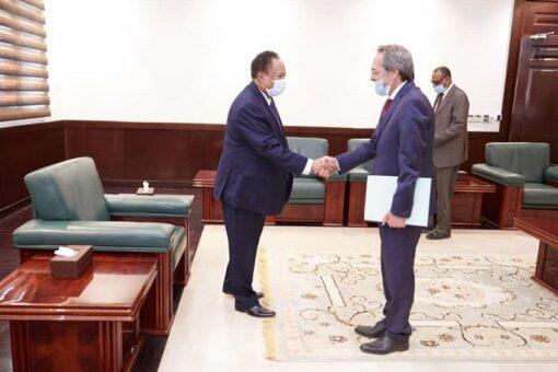 د.حمدوك يتلقى شرحاً حول الأحداث الأخيرة والوضع السياسي في تونس