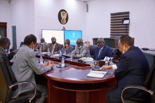 حمدوك يثمن نجاحات اللجنة القومية العليا في إنجاح الموسم الزراعي