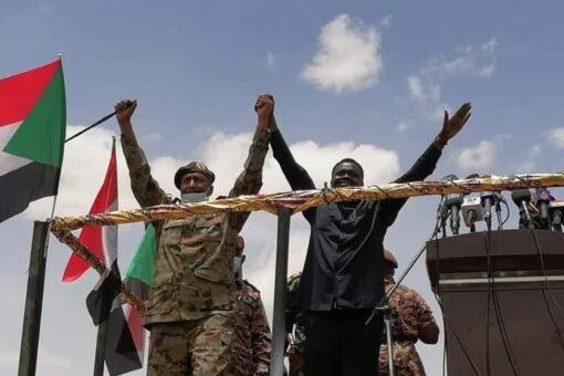 بحضور البرهان تنصيب مناوي حاكمآ لاقليم دارفور