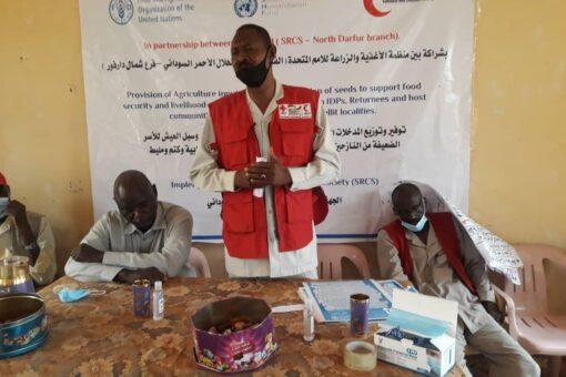 الفاو والهلال الأحمر توزعان تقاوى محسنة لـ (2625)أسرة بشمال دارفور