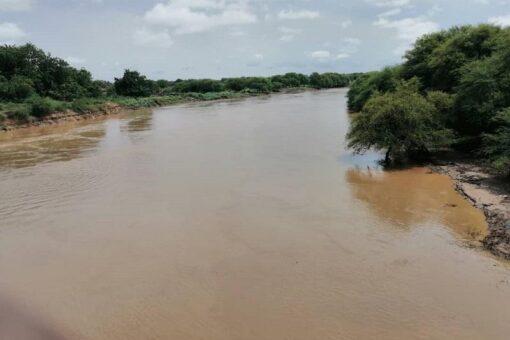 نهر الدندر يخرج من مجراه الطبيعي ويقترب من الفيضان