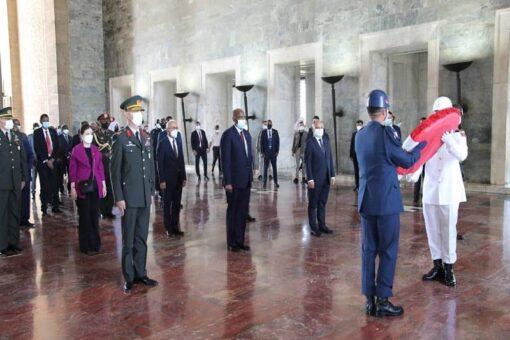 رئيس مجلس السيادة يزور ضريح أتاتورك