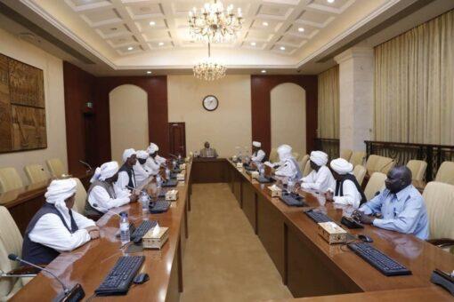 مولانا قاضي يلتقي وفد المجلس الأعلى للإدارة الأهلية بشرق السودان