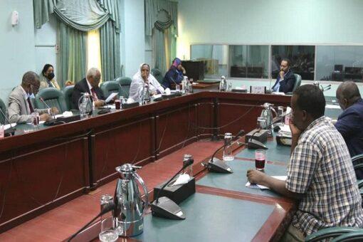 خالد عمر يؤكد اهتمام الحكومة الانتقالية بإصلاح الخدمة المدنية