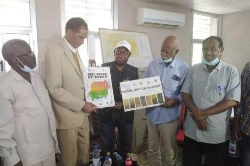 وزير الزراعة يتفقد مشروع الجزيرة