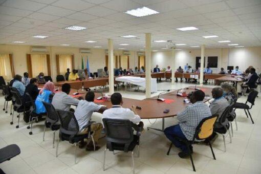 مناوي يؤكد تقديم التسهيلات للمنظمات الدولية لإيصال المساعدات الإنسانية للنازحين