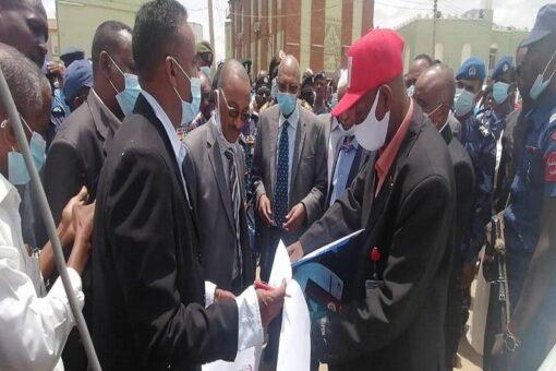 وزيرا الداخلية والصحة يتفقدان قافلة الهلال الأحمر السوداني لكسلا